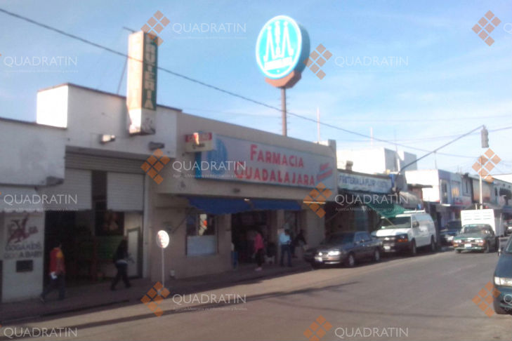 Asaltan Farmacia Guadalajara; encierran a personal en